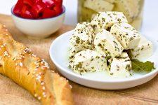 Ovčí syr nakladaný v slanom náleve