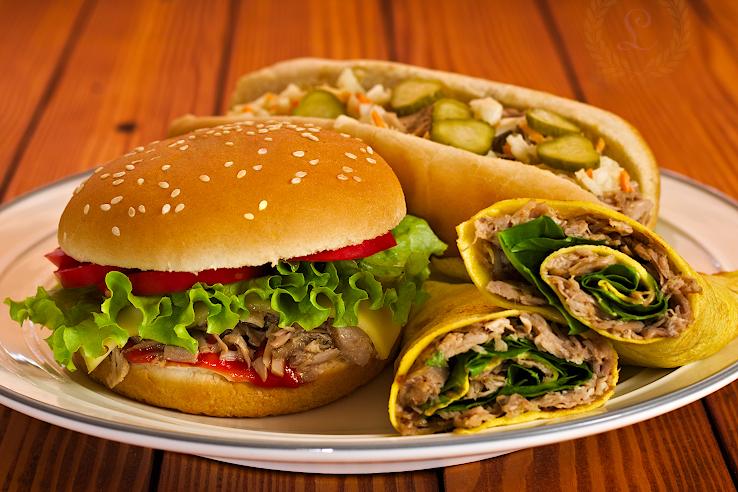 Trhané morčacie stehno ako burger, hot dog a v palacinke