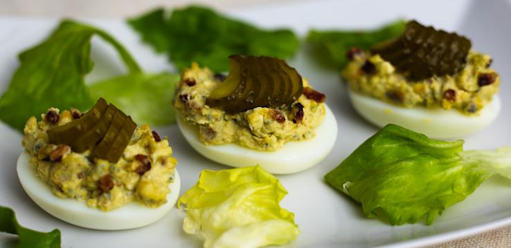 Plnené vajcia s Nivou a slaninkou