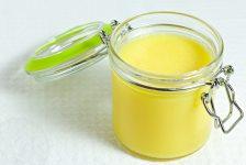 Pohár s prepusteným maslom