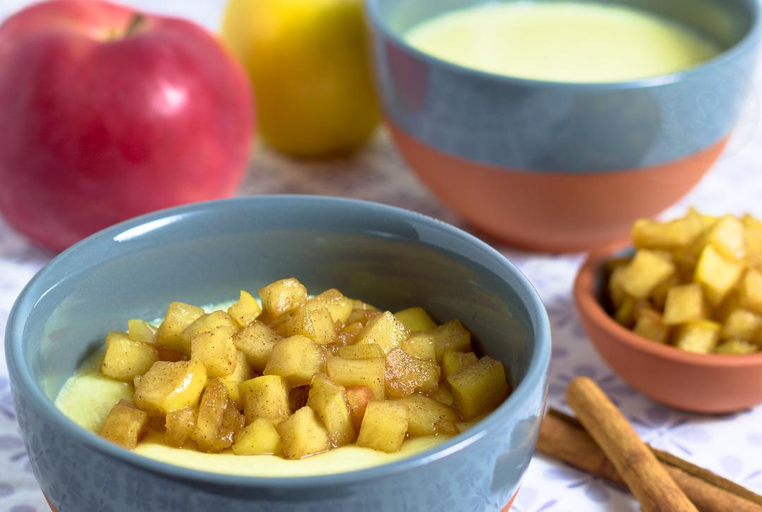 Krupicový puding s karamelizovanými jablkami